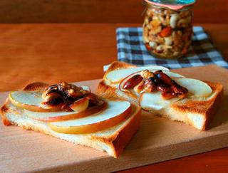 アップルパイみたいなナッツトースト