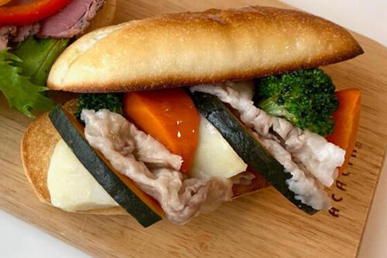 おうちで焼きたてプチフランスサンド~温野菜と豚肉のサラダ~